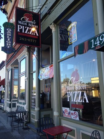 Cheese's Main Street Pizza: Cheese's Pizza, Street View