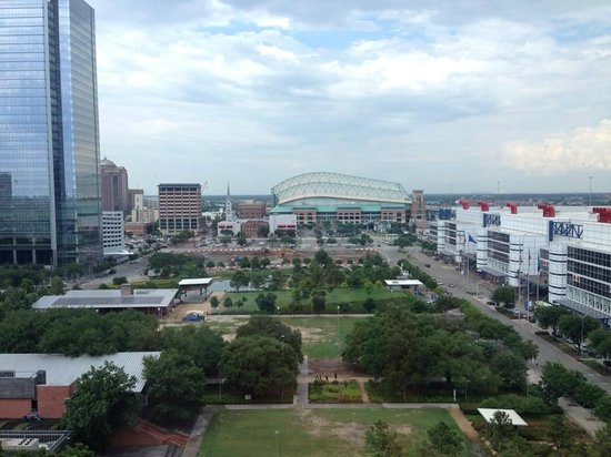 Hilton Americas - Houston: Discovery Green & Minute Maid Park