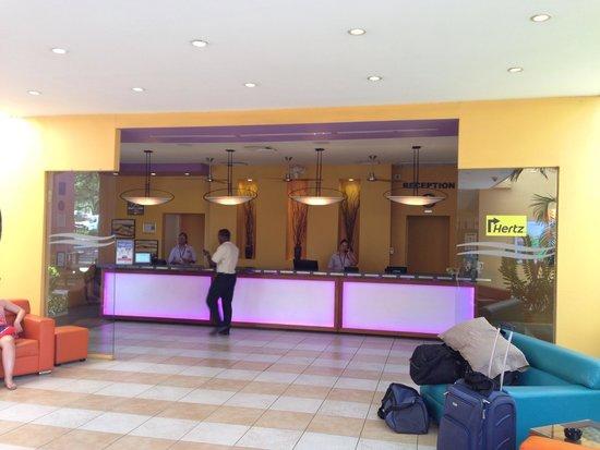 Tamarijn Aruba All Inclusive: Front lobby