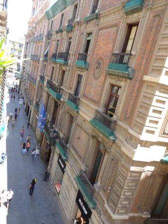 Hotel Cortes: вид из окна на ул.Ангел