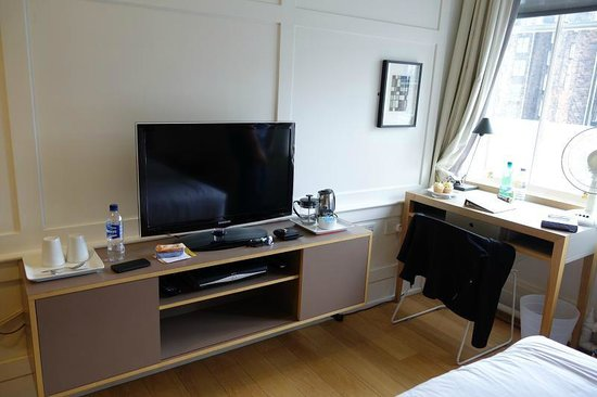 Grasshoppers Hotel Glasgow: larger double room