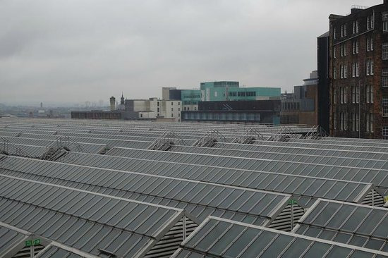 Grasshoppers Hotel Glasgow: looking across station rooftop