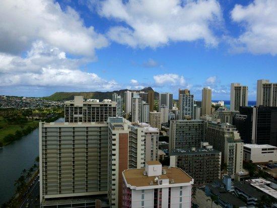 Aqua Skyline at Island Colony: Diamond head and city view from lanai