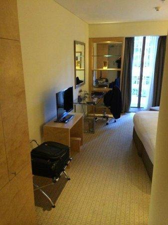 Sofitel Sydney Wentworth: Room entrance