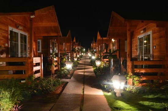 Estrela Do Mar Beach Resort Trail Between Swiss Cottages At Night