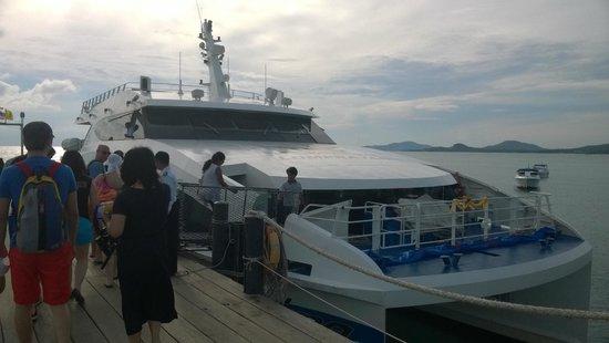Lomprayah High Speed Catamaran: The catamaran @ Koh Samui