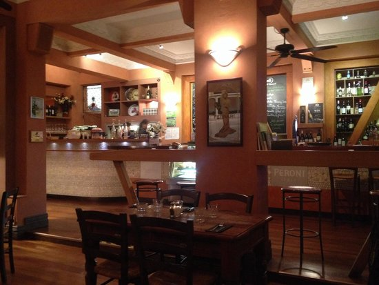 Spuntino Italian Pizzeria and Mediterranean Cafe: Inside restaurant, bar