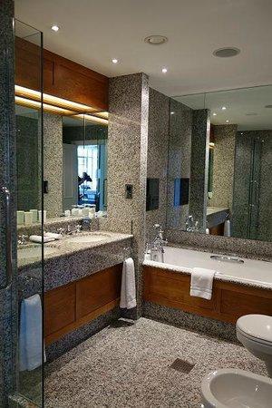 The Soho Hotel: fabulous bathroom