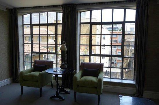 The Soho Hotel : deluxe room - lots of big windows
