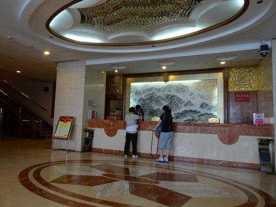 Shenqi Hotel: Лобби