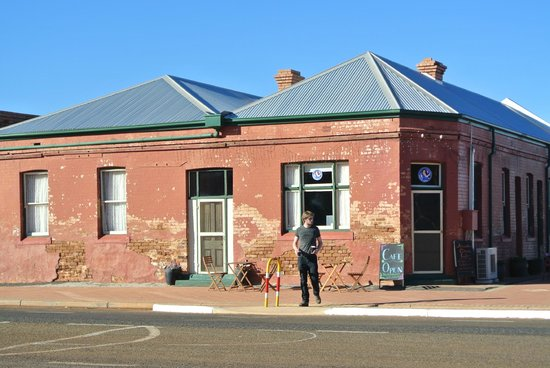 Lake Ballard: Make sure to spot for coffe and cake in the Acceptable cafe in Menzie