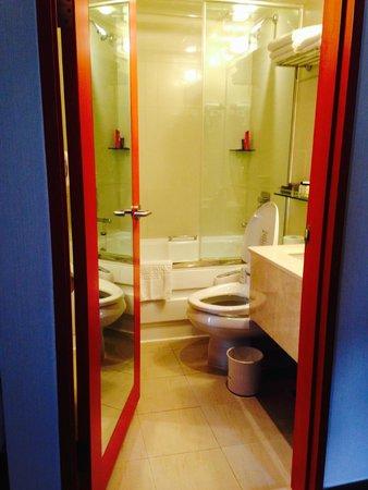 Prince Hotel Seoul: Bathroom for Triple Room