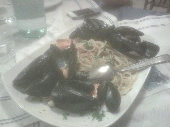 Osteria del Porto: Questa é una porzione,notate quantità di pesce,prezzo euro 12