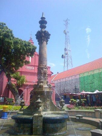 Red Square (Dutch Square): fountain