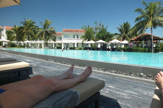 Boutique Hoi An Resort: Relaxing by the pool