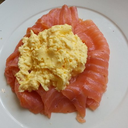 The Porch House: Smoked salmon & scrambled eggs - very good breakfast & lovely service