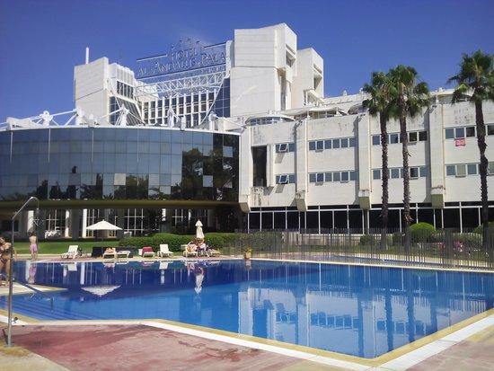 Silken Al-Andalus Palace Hotel : la piscina