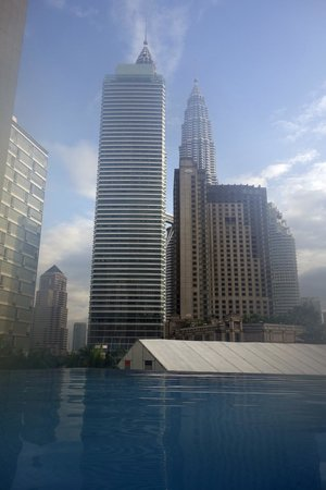 Impiana KLCC Hotel: Вид из бассейна