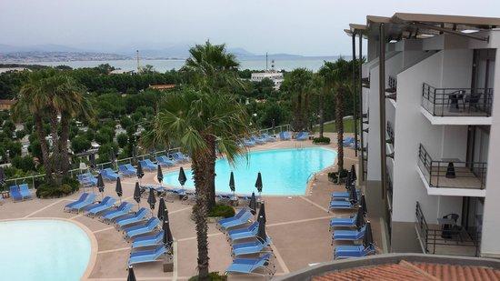 Hotel Baie des Anges : Piscine extérieure depuis la terrasse de la chambre