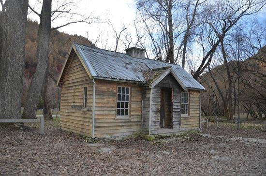 Arrowtown Village: Original cottage near the river in Arrowtown