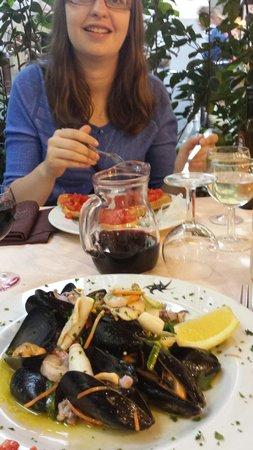 Rama : Mixed seafood salad. Stunning.