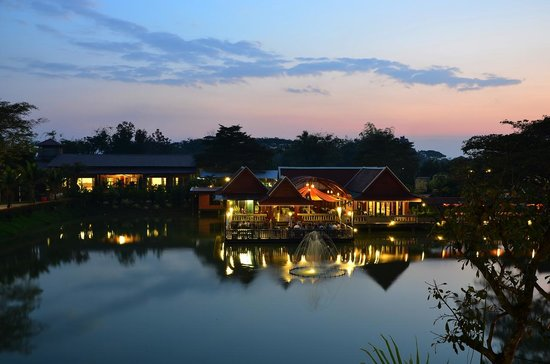 Kong Garden View Resort Chiang Rai: วิวหน้าห้องก่อนพลบค่ำ