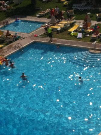Albufeira Sol Suite Hotel & Spa: The swimming pool and little pool for the kids