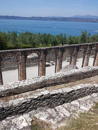 Grotte di Catullo : Il panorama da qui è fantastico!