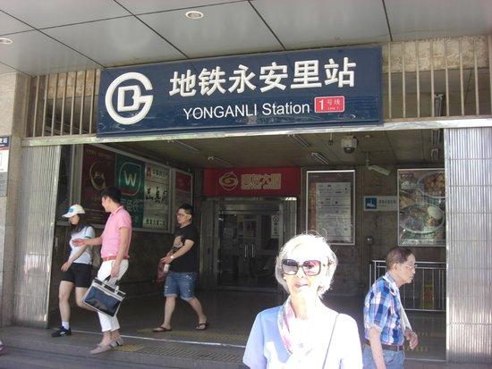 Beijing Jianguo Hotel : Metro al lado del Jotel