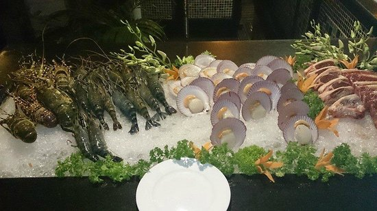 Hotel Majestic Saigon: BBQ seafood buffet 1