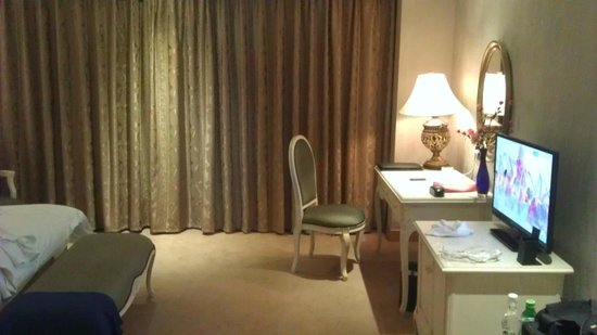 New Gloria Hotel: Спальня