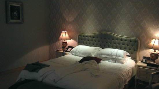 New Gloria Hotel: Кровать - 5 баллов!