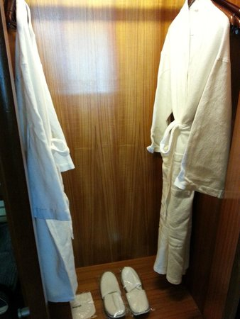 Sofitel Singapore Sentosa Resort & Spa: Bathrobes