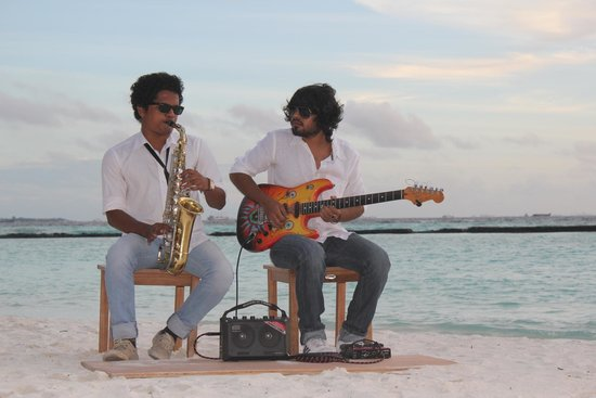 Kurumba Maldives : Live music on the beach