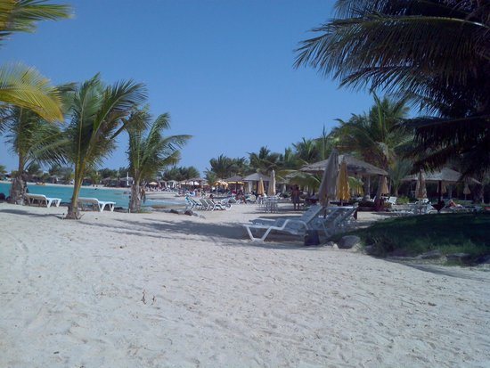 Silver Sands Beach: Lazy lounges