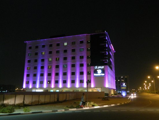 Premier Inn Dubai Silicon Oasis Hotel: Hotel at Night
