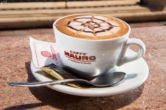 The Compass Lounge: No joke, the best cappuccino in Malta