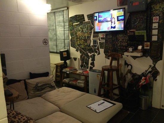 Just Inn: Hallway/Lounge