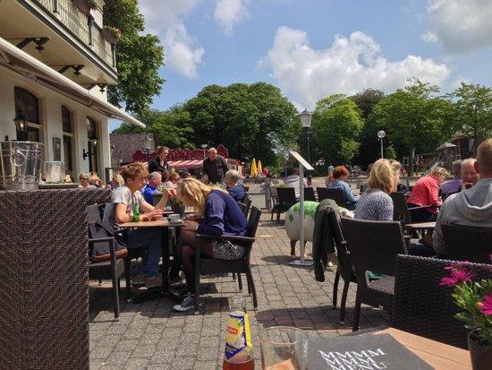 Hotel de Lindeboom : Chill on the Terrace.