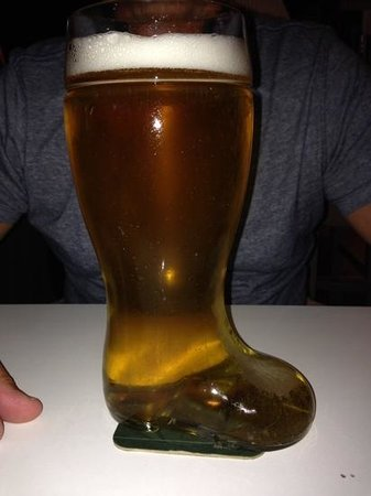 Alkionis Sports Bar & Grill: A boot of beer (1litre)