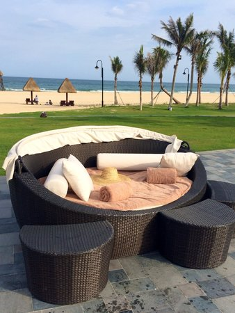 Raffles Hainan: Near swimming pool, ocean view