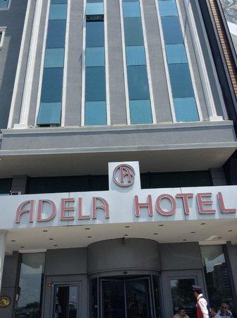 Adela Hotel: отель