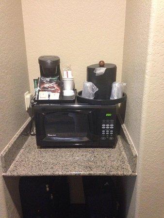 هوليداي إن سان أنطونيو إن دبليو: Coffee maker and microwave