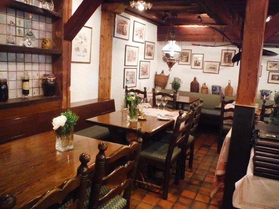 Swiss-Chalet Lodge: Petite salle à manger dans le Swiss-Chalet