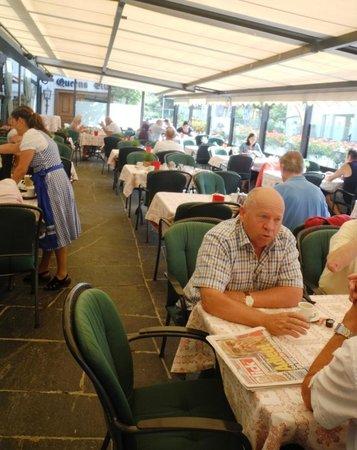 Swiss-Chalet Lodge: La terrasse au Swiss-Chalet