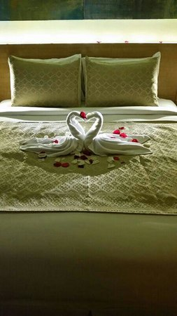 DoubleTree by Hilton Kuala Lumpur: Our decorated bed
