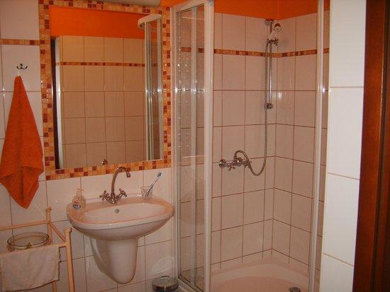 The Piano Guest House: La salle de bains
