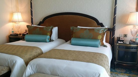 The Leela Palace New Delhi : bed