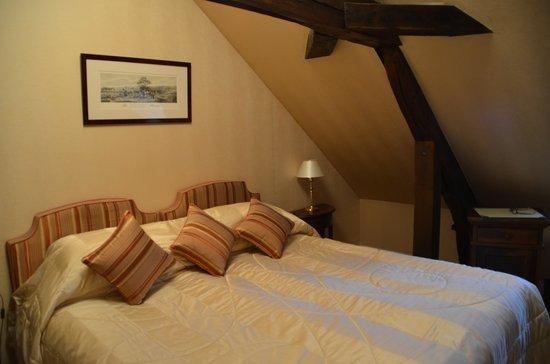 Hotel Le Manoir les Minimes : Attic room