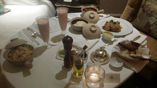 The Leela Palace New Delhi: room service